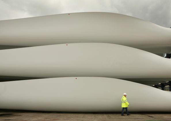 Windmill「Wind Turbines Prepared at Harland and Wolff Shipyard」:写真・画像(13)[壁紙.com]