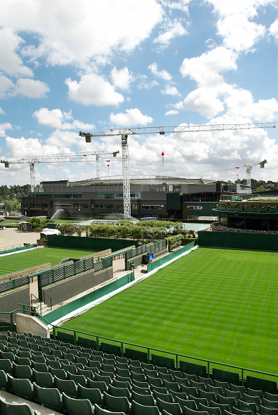 Sunny「View from No. 11 Court towards Centre Court where cranes are in place for the installation of a new roof」:写真・画像(13)[壁紙.com]