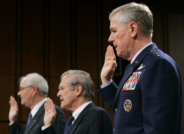 Win McNamee「Rumsfeld Attends A Defense Base Closure And Realignment Commission Meeting」:写真・画像(18)[壁紙.com]