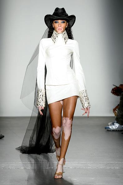 Winnie Harlow「Laquan Smith - Runway - September 2019 - New York Fashion Week: The Shows」:写真・画像(14)[壁紙.com]