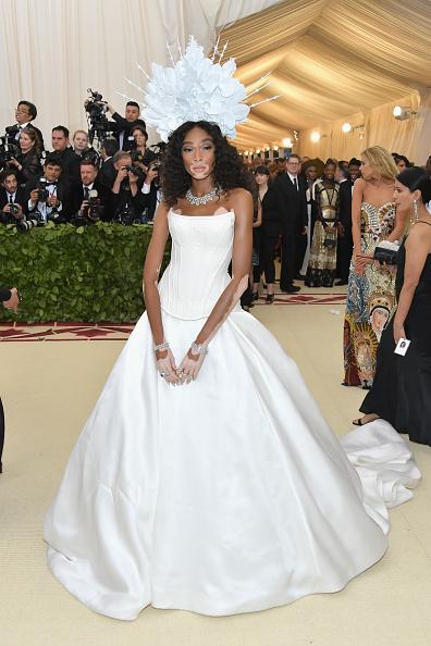 ウィニー・ハーロウ「Heavenly Bodies: Fashion & The Catholic Imagination Costume Institute Gala - Arrivals」:写真・画像(7)[壁紙.com]