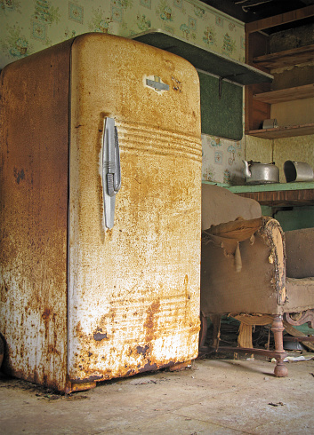 Unhygienic「Old Rusty Kitchen in Abandoned House」:スマホ壁紙(1)