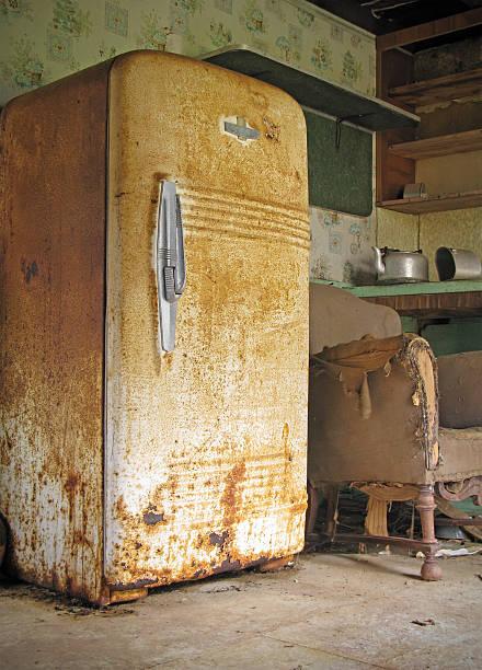 Old Rusty Kitchen in Abandoned House:スマホ壁紙(壁紙.com)