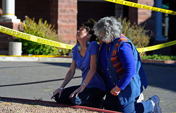Mass Shooting「Tucson Reels After Shooting Rampage At Political Event」:写真・画像(7)[壁紙.com]