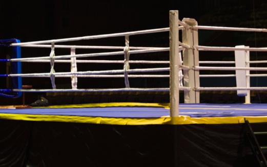 Boxing Ring「Empty boxing ring, Palace Of Sports, Zaporizhia, Kiev, Ukraine」:スマホ壁紙(11)