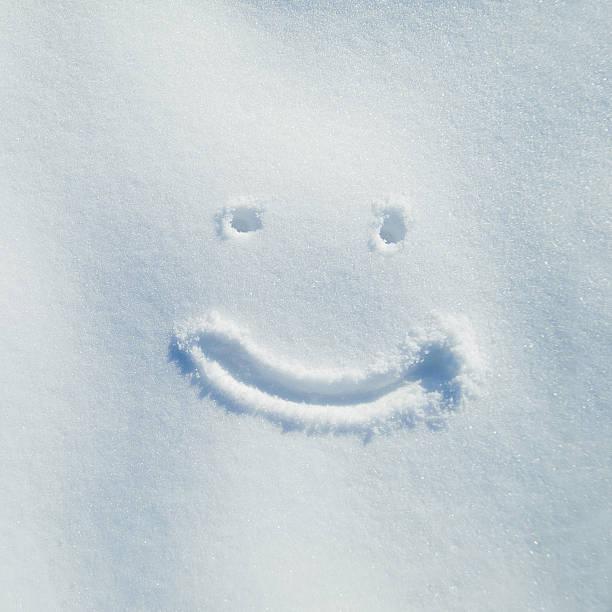 笑顔で雪の日です。:スマホ壁紙(壁紙.com)