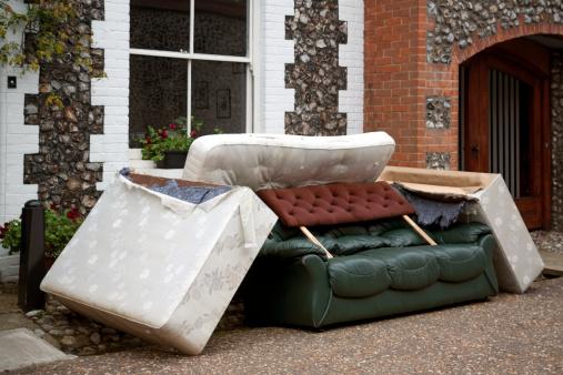 Homelessness「Discarded furniture」:スマホ壁紙(17)