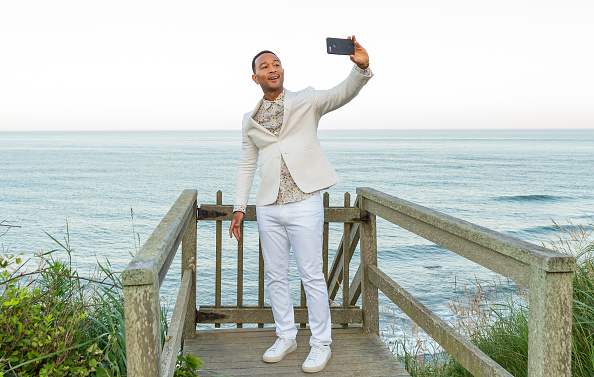 White Pants「Hamptons Magazine Hosts Chic At The Beach With John Legend」:写真・画像(11)[壁紙.com]