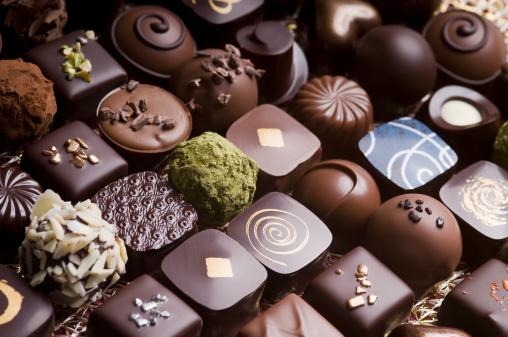 チョコレート「贅沢なミルクとダークチョコレートトリュフ」:スマホ壁紙(16)