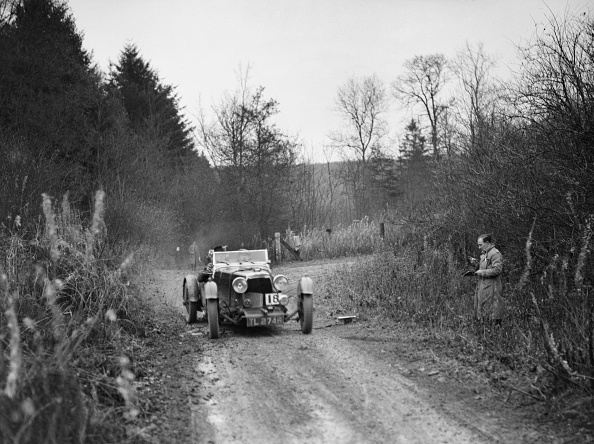 Country Road「1932 Aston Martin competing in the Great West Motor Club Thatcher Trophy, 1938」:写真・画像(12)[壁紙.com]