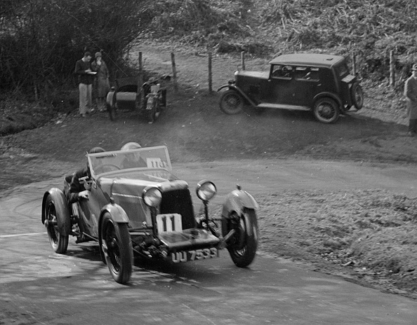 Curve「Aston Martin open sports competing in the JCC Half-Day Trial, 1930」:写真・画像(1)[壁紙.com]