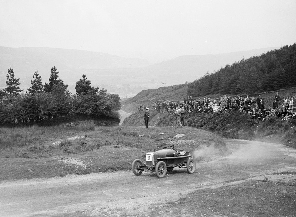 Dust「Aston Martin Bunny of Frank B Halford competing in the Caerphilly Hillclimb, Wales, 1923」:写真・画像(0)[壁紙.com]