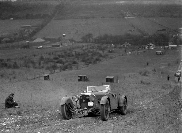 Country Road「Aston Martin Sports competing in the London Motor Club Coventry Cup Trial, Knatts Hill, Kent, 1938」:写真・画像(13)[壁紙.com]