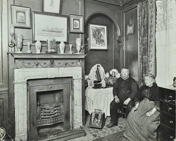 Elderly Couple In Victorian Interior, Albury Street, Deptford, London, 1911:ニュース(壁紙.com)