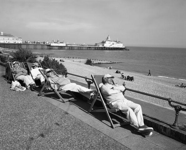 Deck Chair「Dozing By The Sea」:写真・画像(5)[壁紙.com]