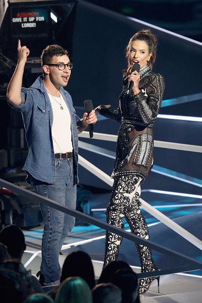 アレッサンドラ・アンブロジオ「2017 MTV Video Music Awards - Fixed Show」:写真・画像(1)[壁紙.com]