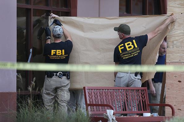 FBI「Community Mourns As Investigation Continues Into San Bernardino Mass Shooting」:写真・画像(13)[壁紙.com]