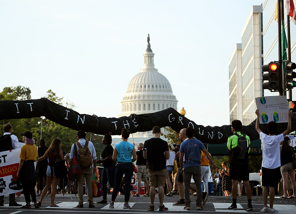 Washington DC「Environmental Activists Hold Protest Shutting Down Roads In Nation's Capital」:写真・画像(1)[壁紙.com]