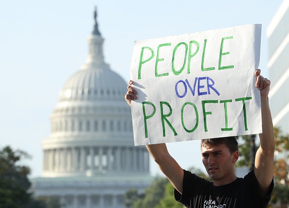 Social Issues「Environmental Activists Hold Protest Shutting Down Roads In Nation's Capital」:写真・画像(8)[壁紙.com]