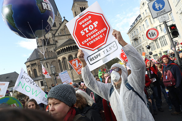 Climate Activist「Anti-Coal Protesters March In Bonn Ahead Of COP23 Climate Conference」:写真・画像(1)[壁紙.com]