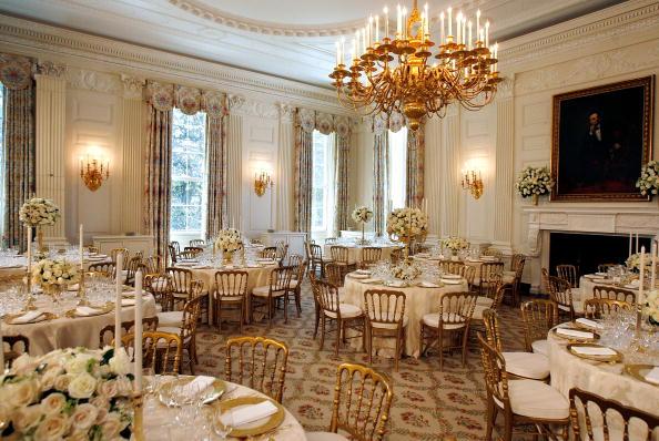 Dining Room「Laura Bush Previews State Dinner Preparations For Queen Elizabeth II」:写真・画像(6)[壁紙.com]