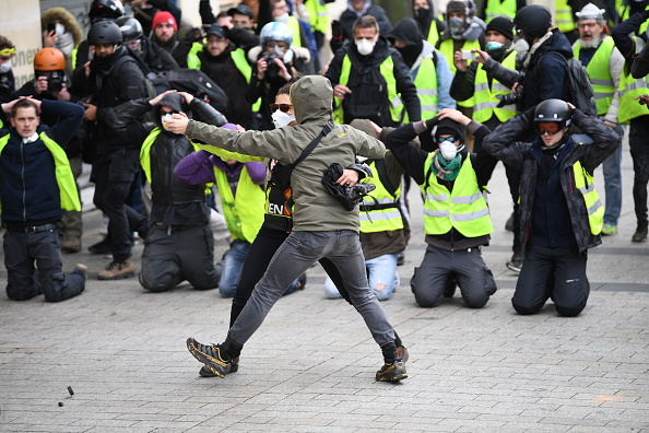 Yellow「'Yellow Vests' Return to Paris Streets」:写真・画像(19)[壁紙.com]