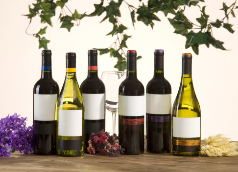 Wine Bottle「wines and flowers decorated on the table」:スマホ壁紙(13)