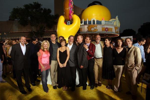 ダン カステラネタ「LA Premiere Of 20th Century Fox's 'The Simpsons Movie' - Arrivals」:写真・画像(12)[壁紙.com]
