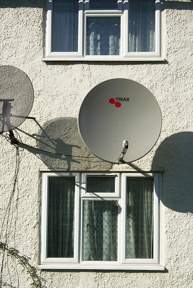Ugliness「Satellite dishes fastened on the exterior of a domestic property」:写真・画像(16)[壁紙.com]