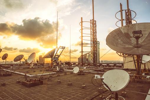 Receiving「Satellite dish」:スマホ壁紙(15)