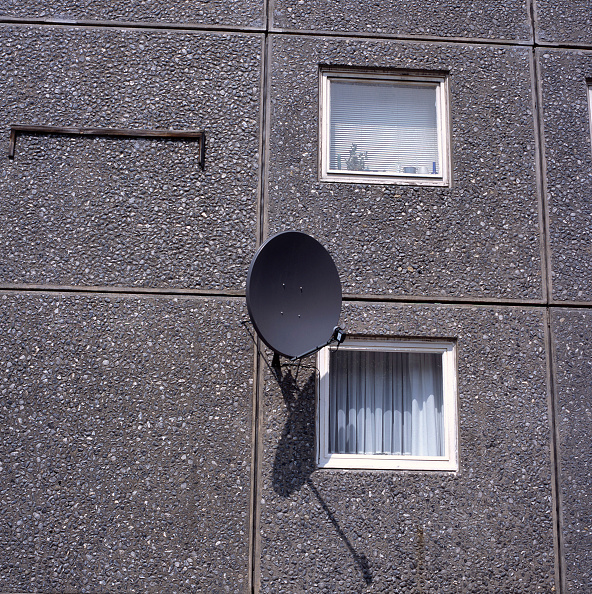Ugliness「Satellite dish on the facade of a 1970's council tower block, Islington, London」:写真・画像(8)[壁紙.com]