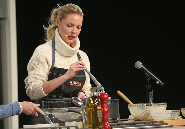 Katherine Heigl「Grand Tasting Presented By ShopRite Featuring Samsung Culinary Demonstrations Presented By MasterCard - Food Network & Cooking Channel New York City Wine & Food Festival presented By FOOD & WINE」:写真・画像(2)[壁紙.com]