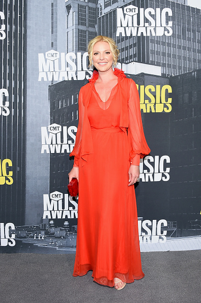 Katherine Heigl「2017 CMT Music Awards - Arrivals」:写真・画像(0)[壁紙.com]