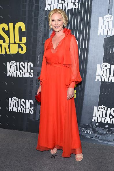 Katherine Heigl「2017 CMT Music Awards - Arrivals」:写真・画像(4)[壁紙.com]