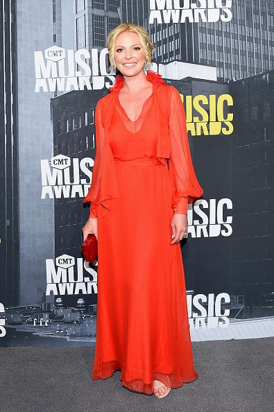 Katherine Heigl「2017 CMT Music Awards - Arrivals」:写真・画像(9)[壁紙.com]