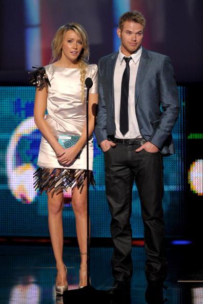 Pencil Dress「People's Choice Awards 2010 - Show」:写真・画像(7)[壁紙.com]