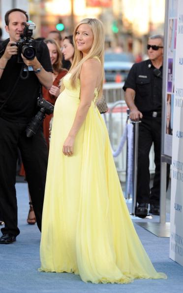 "Yellow「Premiere Of Warner Bros. ""Something Borrowed"" - Arrivals」:写真・画像(5)[壁紙.com]"