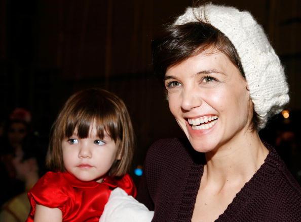 "Cream Colored Hat「Katie Holmes And Daughter Suri Visit ""The Nutcracker""」:写真・画像(19)[壁紙.com]"