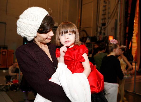 "Cream Colored Hat「Katie Holmes And Daughter Suri Visit ""The Nutcracker""」:写真・画像(12)[壁紙.com]"