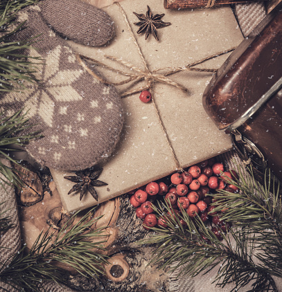 Rowanberry「Top view of cozy Christmas and winter setting」:スマホ壁紙(5)