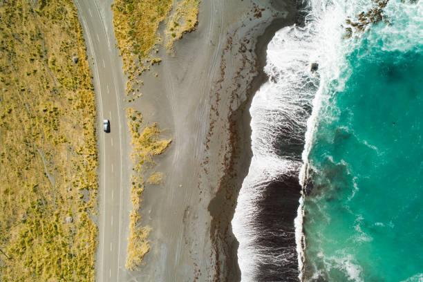 海、波、道路のトップビュー。:スマホ壁紙(壁紙.com)