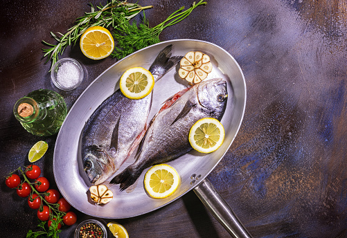 Sea Bream「Top view of two fresh sea bream with herb and spices in a cooking pan」:スマホ壁紙(18)