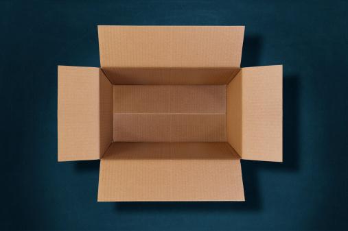 小荷物「トップビュー、空の段ボール箱」:スマホ壁紙(6)