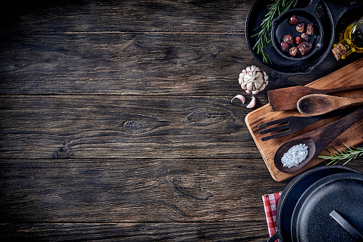 Grater - Utensil「Top view of kitchen utensils on rustic table with copy space.」:スマホ壁紙(5)