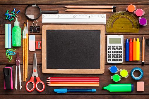 Chalk - Art Equipment「Top view of a blackboard with school supplies on wooden table」:スマホ壁紙(12)