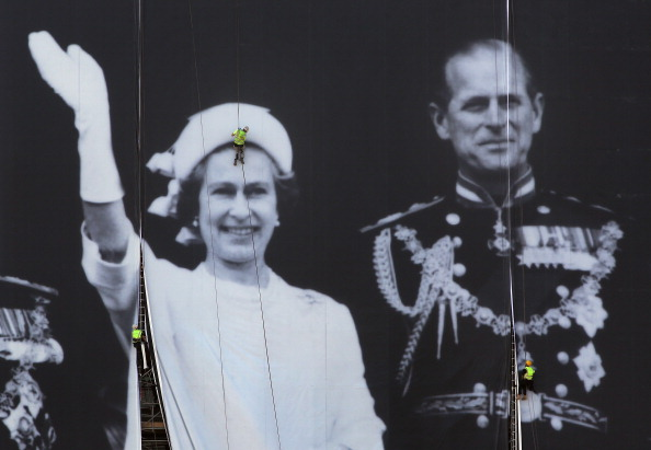 Rappelling「A Giant Jubilee Picture Of The Royal Family Is Unveiled At Sea Containers House」:写真・画像(12)[壁紙.com]