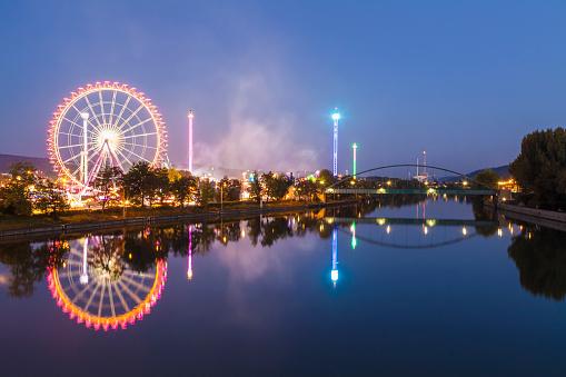 Stuttgart「Germany, Stuttgart, Cannstatter Wasen fairground at night」:スマホ壁紙(15)