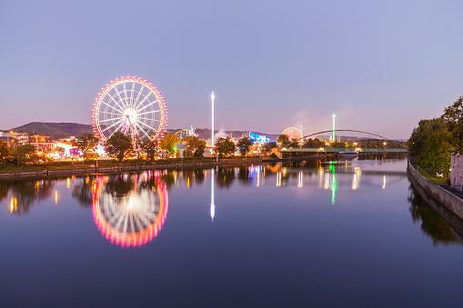 Carnival「Germany, Stuttgart, Cannstatter Wasen fairground in the evening」:スマホ壁紙(15)