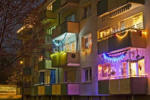 Stuttgart「Germany, Stuttgart, Apartment balcony decorated with christmas lights」:スマホ壁紙(15)