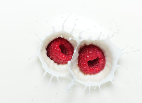 Raspberry「Raspberry Milk Splash」:スマホ壁紙(5)